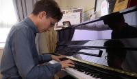Genç piyanist başarıdan başarıya koşuyor