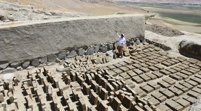 Urartuların depreme karşı kilitli taş kullandığı tespit edildi