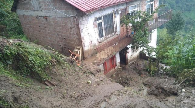 Trabzonda heyelan sonucu mahsur kalan 3 kişi kurtarıldı