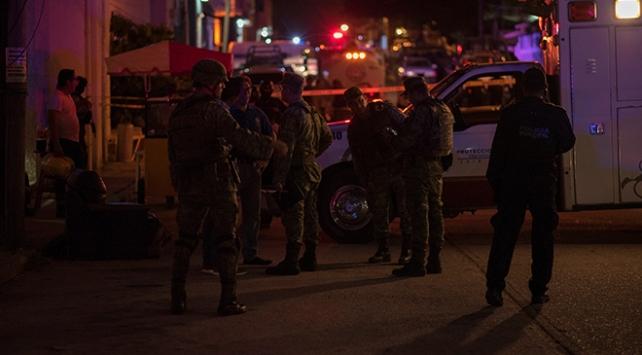 Meksikada bara silah ve molotoflu saldırı: 23 ölü