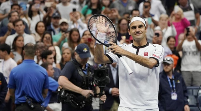 Federer 100. maçından galibiyetle ayrıldı