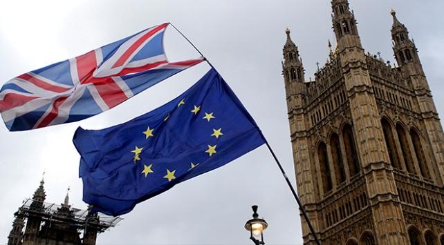 İngilterede anlaşmasız Brexit krizi yeni bir savaş başlattı