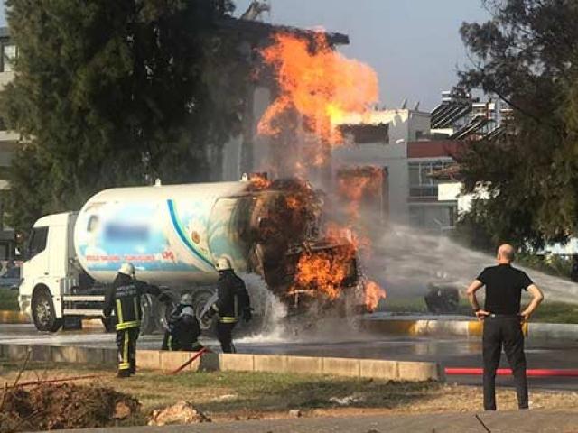 Antalyada LPG tankerinde yangın