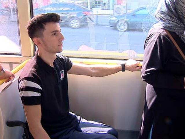 """Omurilik felçli Ahmet, """"Engel kalptedir"""" diyerek hayata tutundu"""