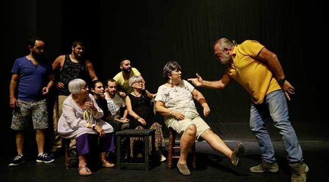Lüküs Hayat ilk kez Devlet Tiyatroları sahnesinde