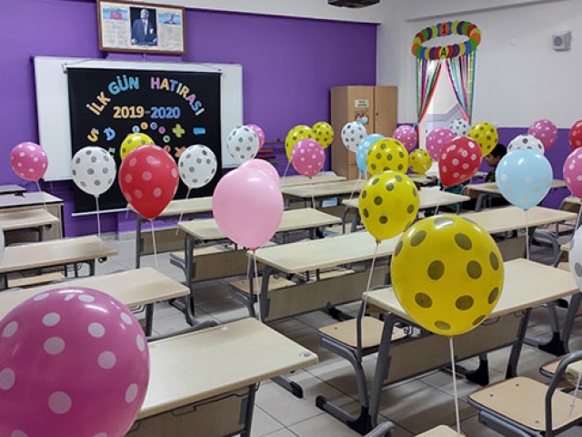 Öğretmenlerden öğrencilere ilk gün sürprizi