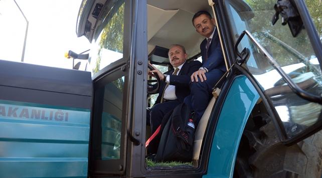 TBMM Başkanı Şentop ve Bakan Pakdemirli yerli elektrikli traktörü test etti