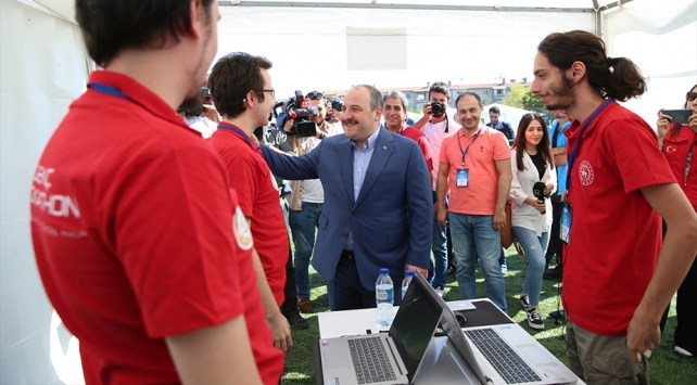 """Gençler 30 saatlik """"dijital maratonda"""" yarıştı"""