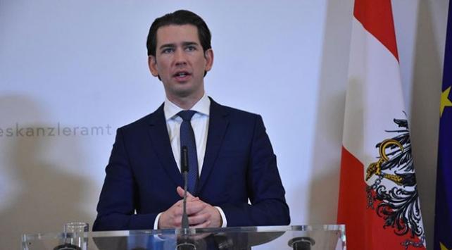 Avusturyada eski başbakandan başörtüsü yasağı vaadi