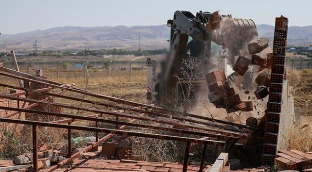 Mogan Gölünün çevresindeki kaçak yapılar yıkıldı