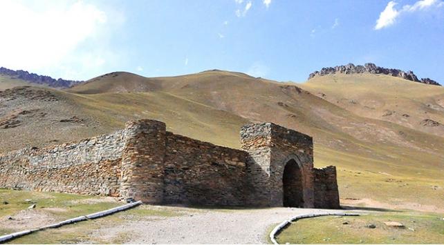 Kırgızistanın doğusunda gizemli kervansaray: Taş Rabat