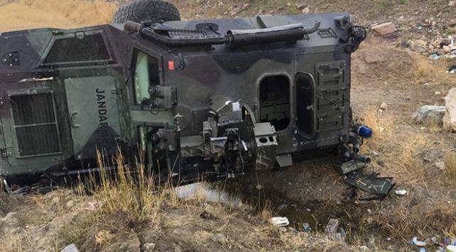 Ağrıda askeri araç şarampole devrildi: 3 yaralı
