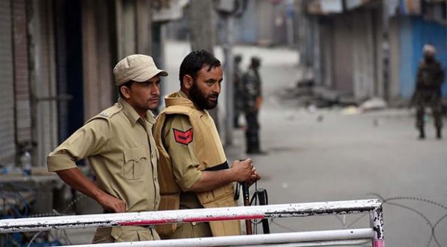 Hindistan, Cammu Keşmirdeki kısıtlamaları hafiflettiğini duyurdu