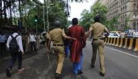 Hindistan'da Karikatürist Protestosu