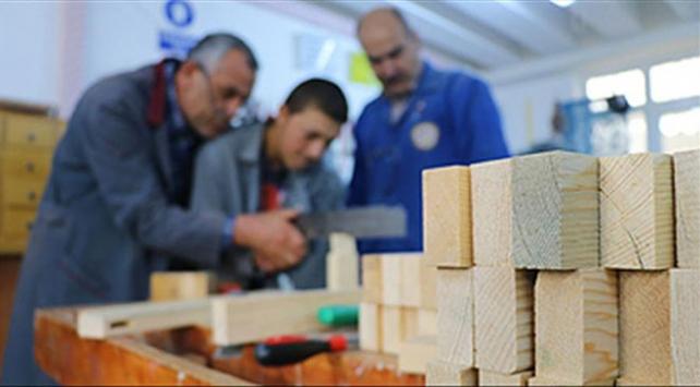İŞKURun eğitim programlarından 379 bin 224 kişi yararlandı