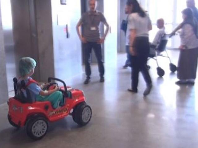 Tekirdağda çocuklar ameliyata akülü arabayla gidiyor