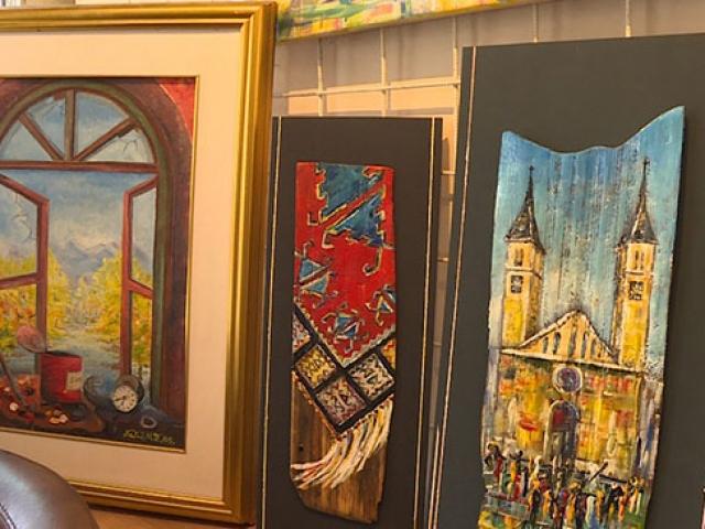 Saraybosnanın motiflerini asırlık tahtalara işliyor