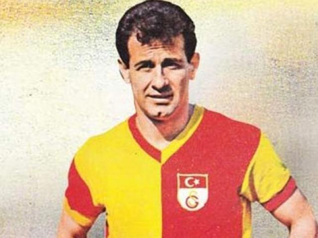 """Türk futbolunun """"Taçsız Kralı"""" Metin Oktay"""
