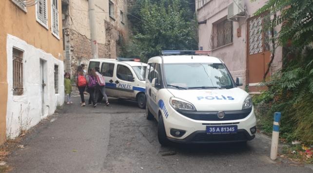 Domuz bağıyla bağlanan kadını polis kurtardı