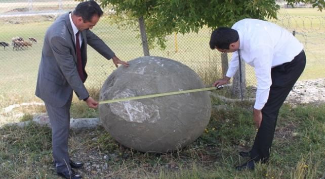 Erzurumda tarihi mancınık gülleleri bulundu