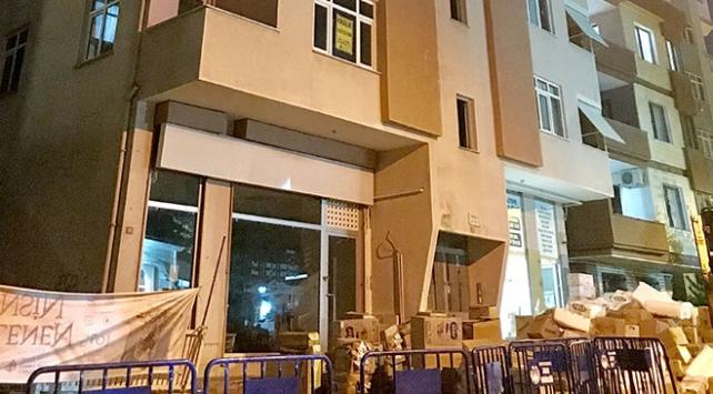 Kolonlarında çatlak oluşan bina boşaltıldı
