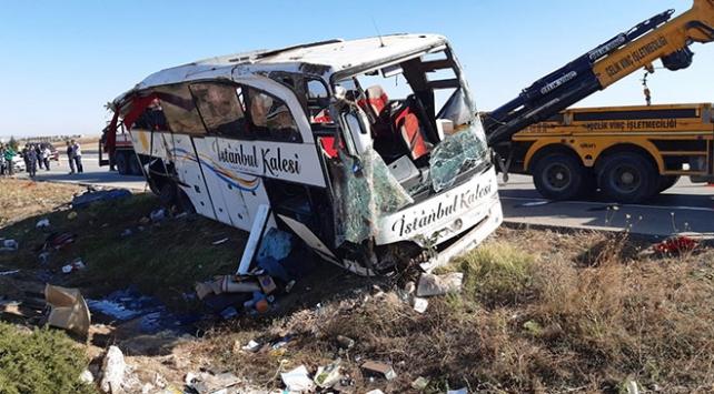 Afyonkarahisarda yolcu otobüsü devrildi: 1 ölü, 40 yaralı