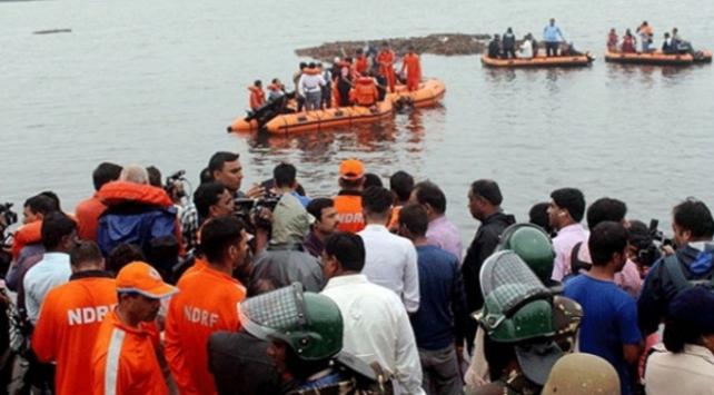 Hindistanda gezi teknesi alabora oldu: 12 ölü