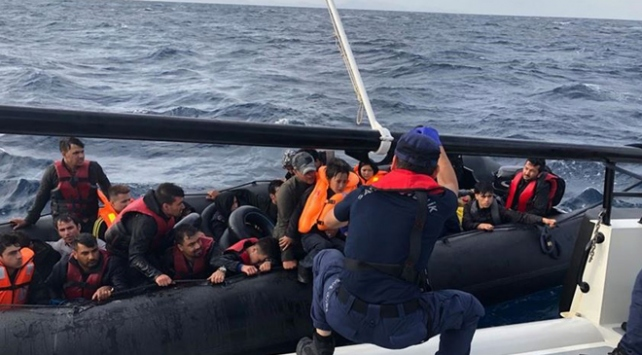 Ege Denizinde 30 düzensiz göçmen yakalandı
