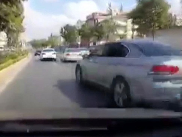 Makas atan otomobiller kazaya neden oldu
