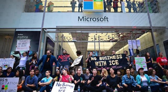New Yorkta Microsoft protestosu: 76 gözaltı