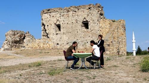 Tarihi liman kentinde satranç turnuvası