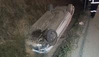 Takla atıp su kanalına düşen otomobil 120 metre sürüklendi