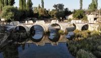 Antik kentteki Roma duvarları gün yüzüne çıkarılıyor
