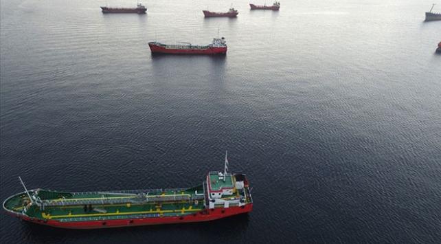 Denizi kirleten 12 gemiye 14 milyon lira ceza
