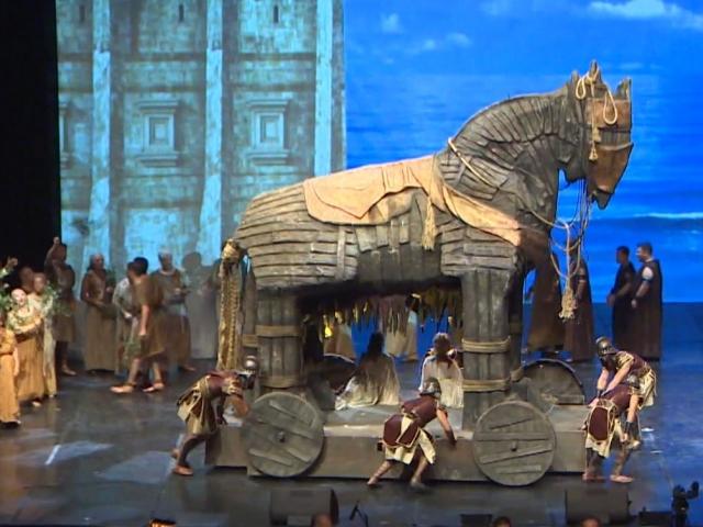 Antalya'da Troya epik operası sahnelendi