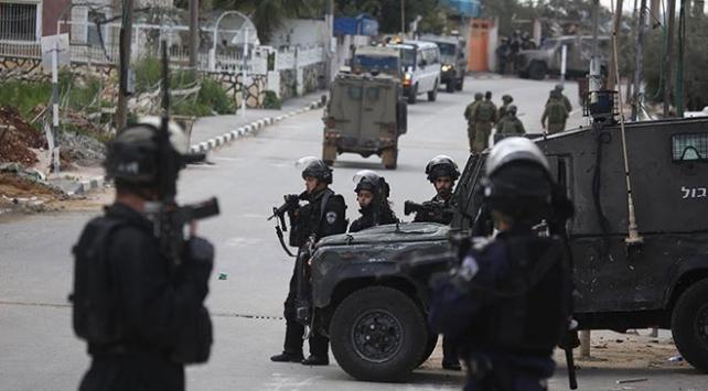 İsrail güçleri biri çocuk 4 Filistinliyi yaraladı
