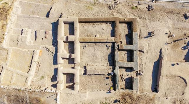 Vanda Urartu soylularının yaşadığı yapılar ayağa kaldırıldı