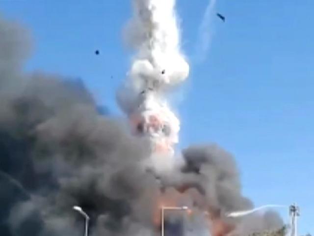 Tuzla'daki fabrika yangınında tanker patladı 3 itfaiye eri yaralandı