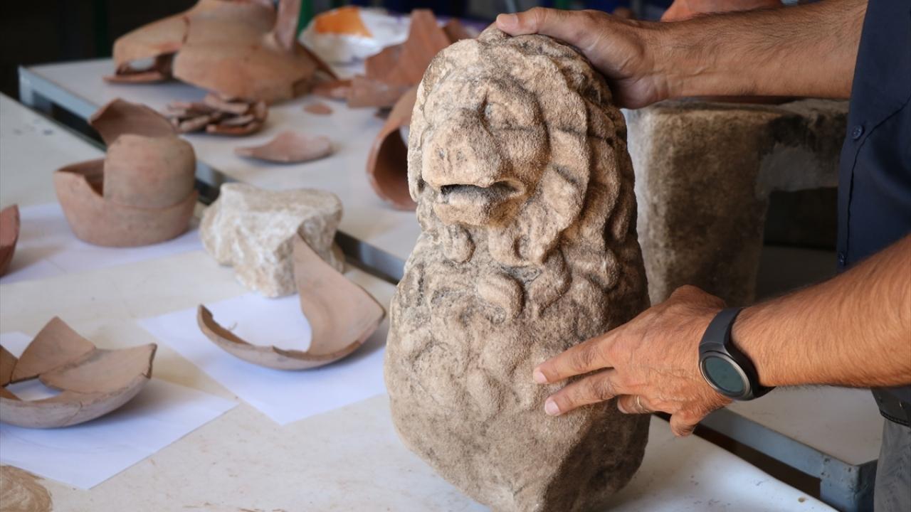Assosta 2 bin 200 yıllık aslan heykeli bulundu