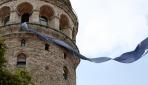 Galata Kulesine mavi kravat