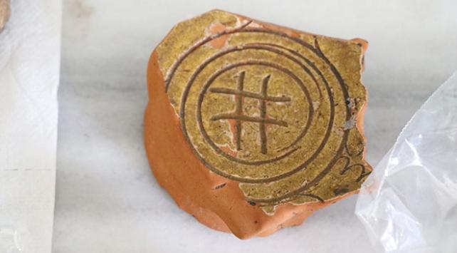 Çobankaledeki kazılarda hashtag motifli seramikler bulundu