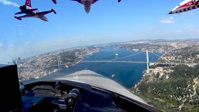 Türk Yıldızları'nın kokpitinden 'İstanbul'