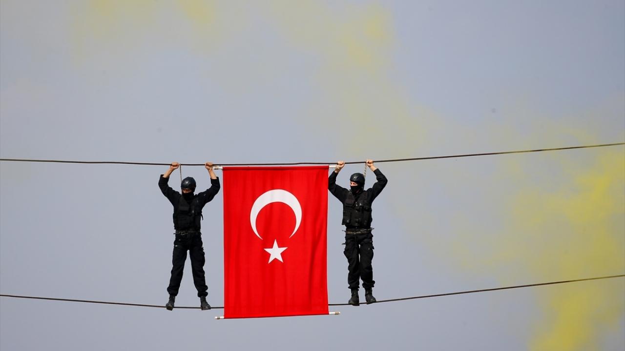 Jandarma uzman erbaş adayları terörle mücadele için yemin etti