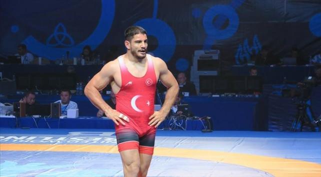 Milli güreşçimiz Taha Akgül gümüş madalya kazandı