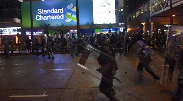 Hong Kongdaki protestolarda göstericilere müdahale