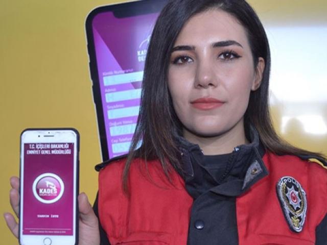 """""""İmdat butonu"""" TEKNOFEST'te kadınlara tanıtıldı"""