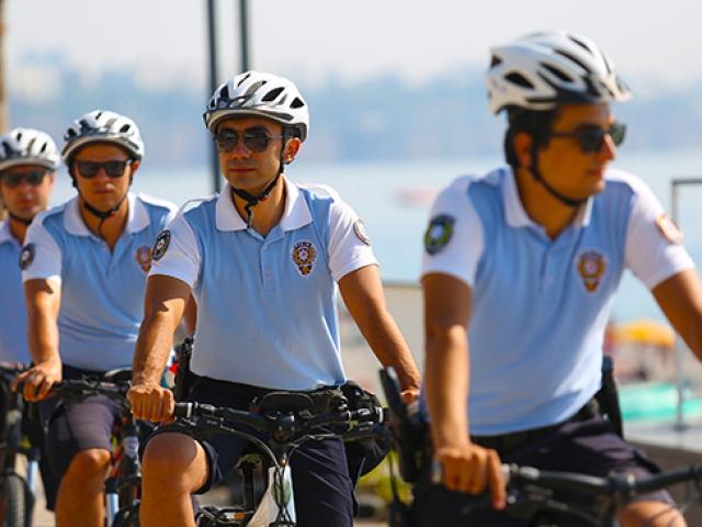 """Antalya'nın martı polis timleri: """"Şortlu polis mi olur?"""" deyip inanmıyorlar"""