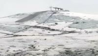 Mevsimin ilk karı yaylaları beyaza bürüdü