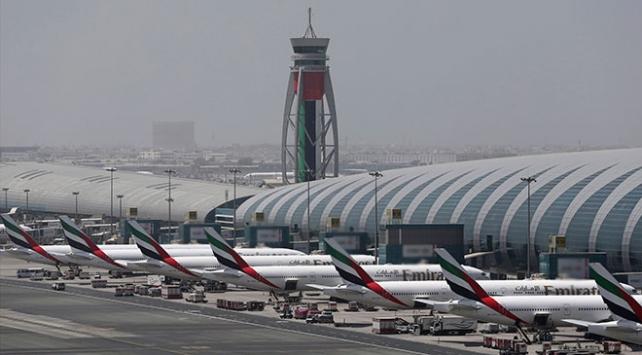 """Dubai Havalimanı'nda """"İHA"""" paniği"""