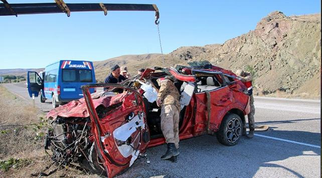 Sivasta otomobil devrildi: 2 ölü, 6 yaralı